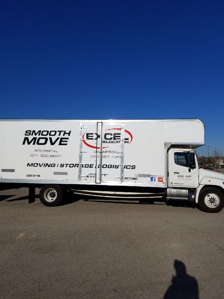Moving truck with Smooth Move USA logo